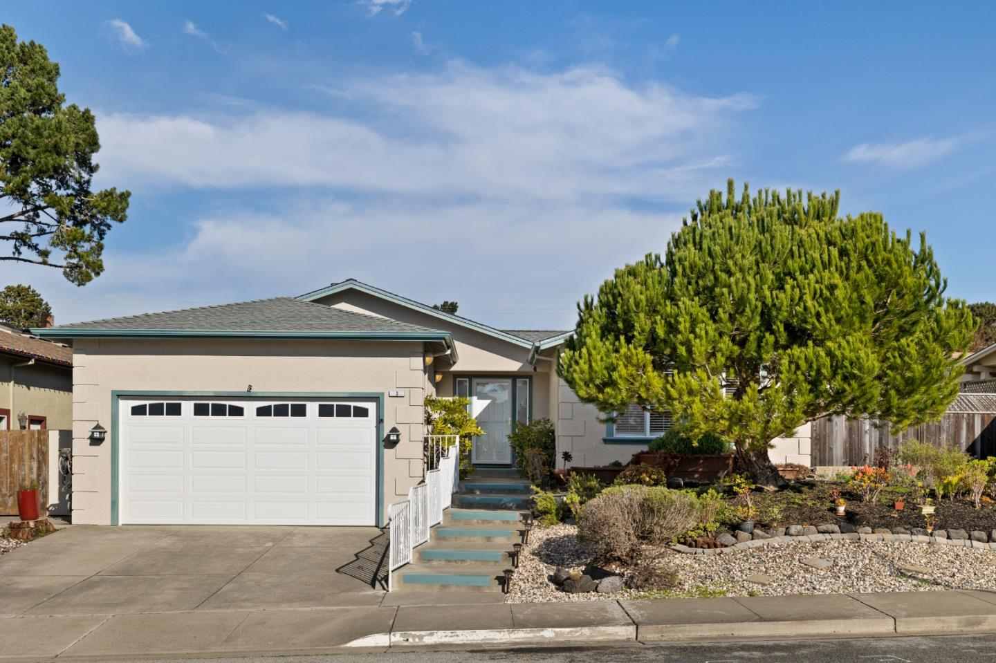 Detail Gallery Image 1 of 1 For 3 Andorra Ct, Pacifica,  CA 94044 - 4 Beds   2/1 Baths