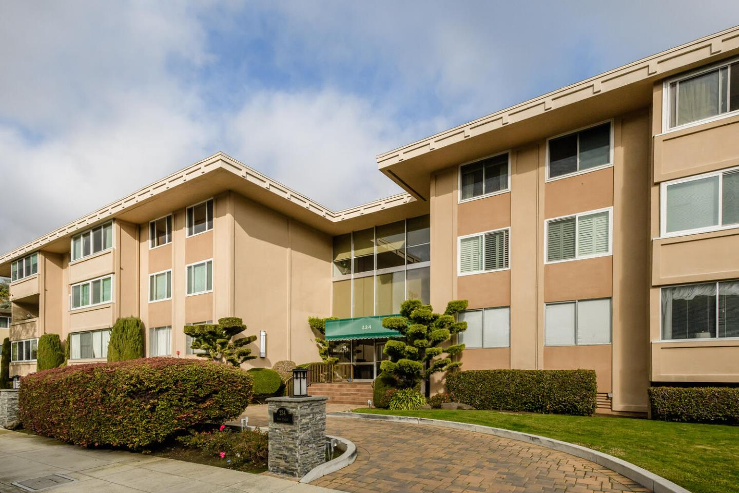 Detail Gallery Image 1 of 1 For 234 Elm St #207,  San Mateo,  CA 94401 - 2 Beds | 2 Baths