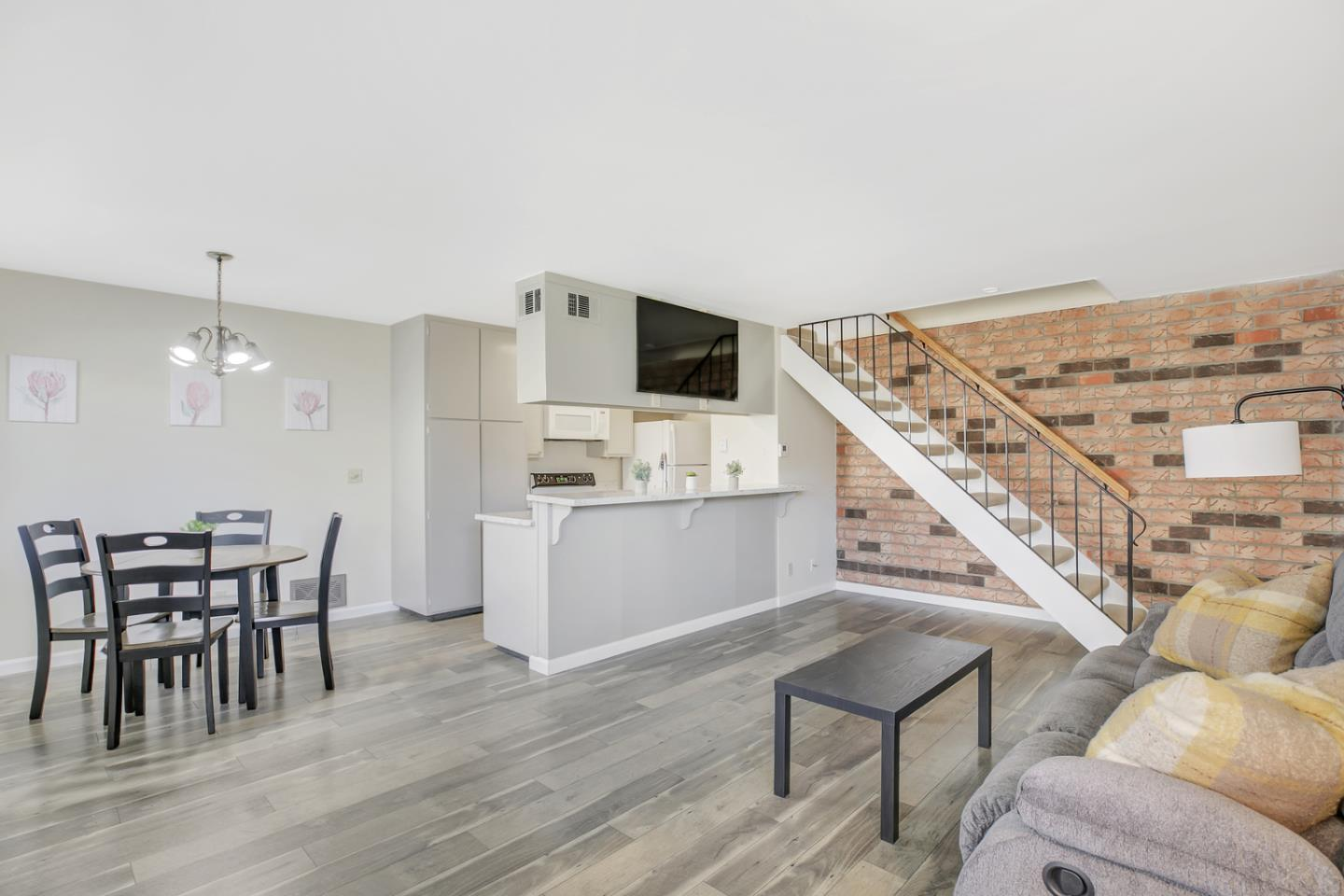 Detail Gallery Image 1 of 16 For 225 Gomes Ct #2,  Campbell,  CA 95008 - 2 Beds | 1 Baths