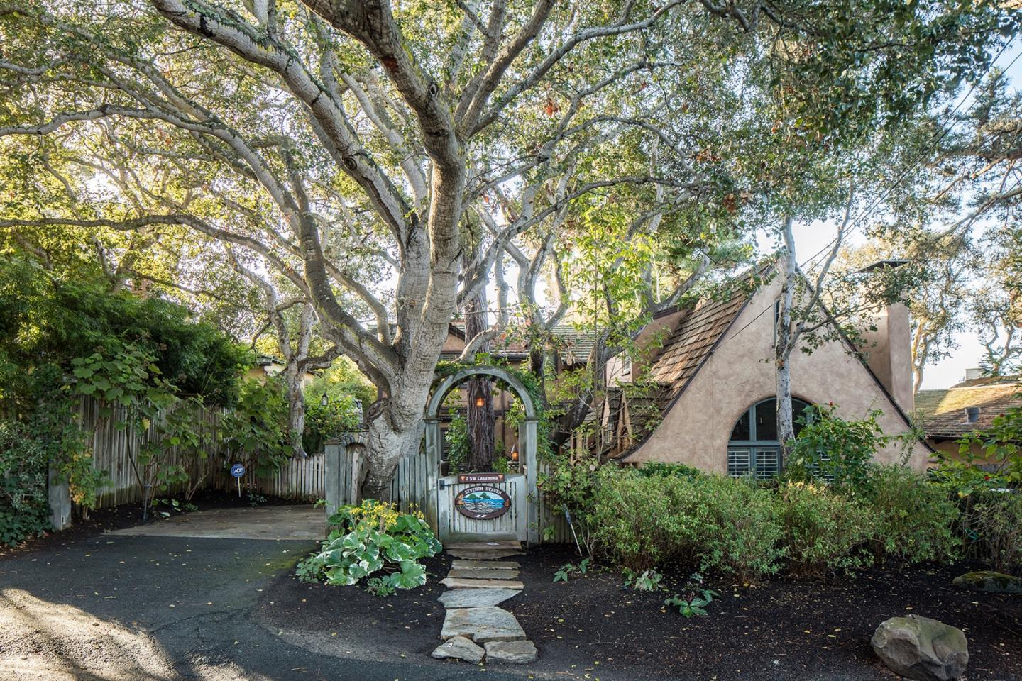 Detail Gallery Image 1 of 23 For 0 Seventh Ave 2 Sw Casanova, Carmel,  CA 93921 - 3 Beds   2/1 Baths