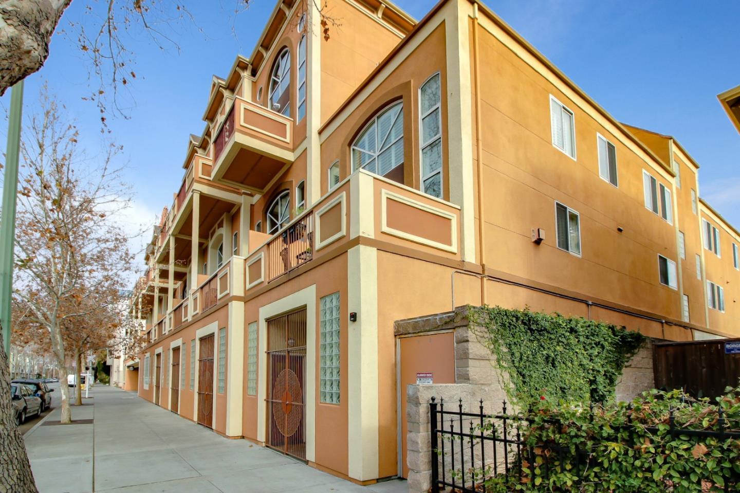 Detail Gallery Image 1 of 43 For 350 N 2nd St #115,  San Jose,  CA 95112 - 2 Beds | 2/1 Baths