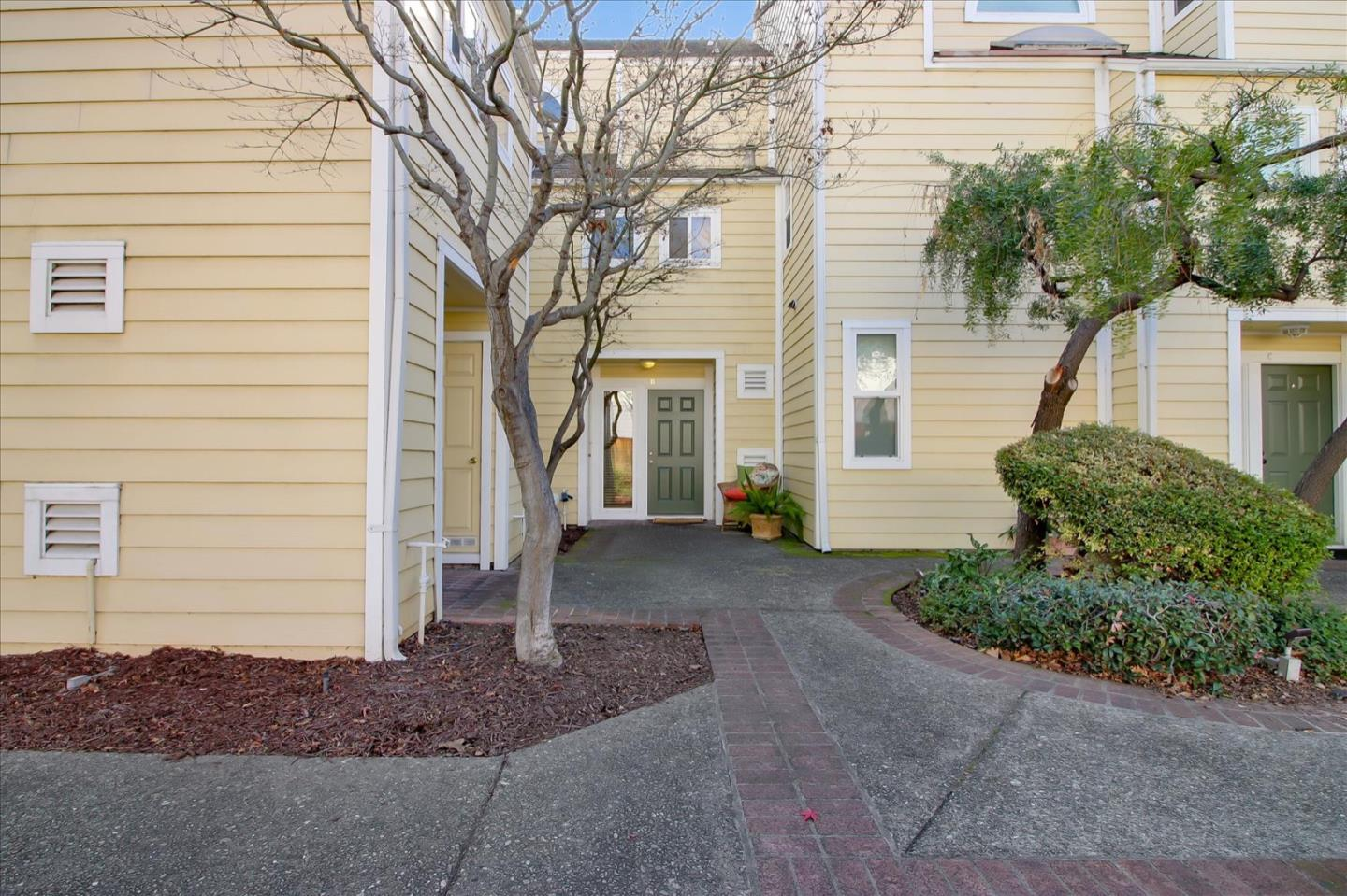 Detail Gallery Image 1 of 1 For 833 S San Tomas Aquino Rd #B,  Campbell,  CA 95008 - 2 Beds | 2 Baths