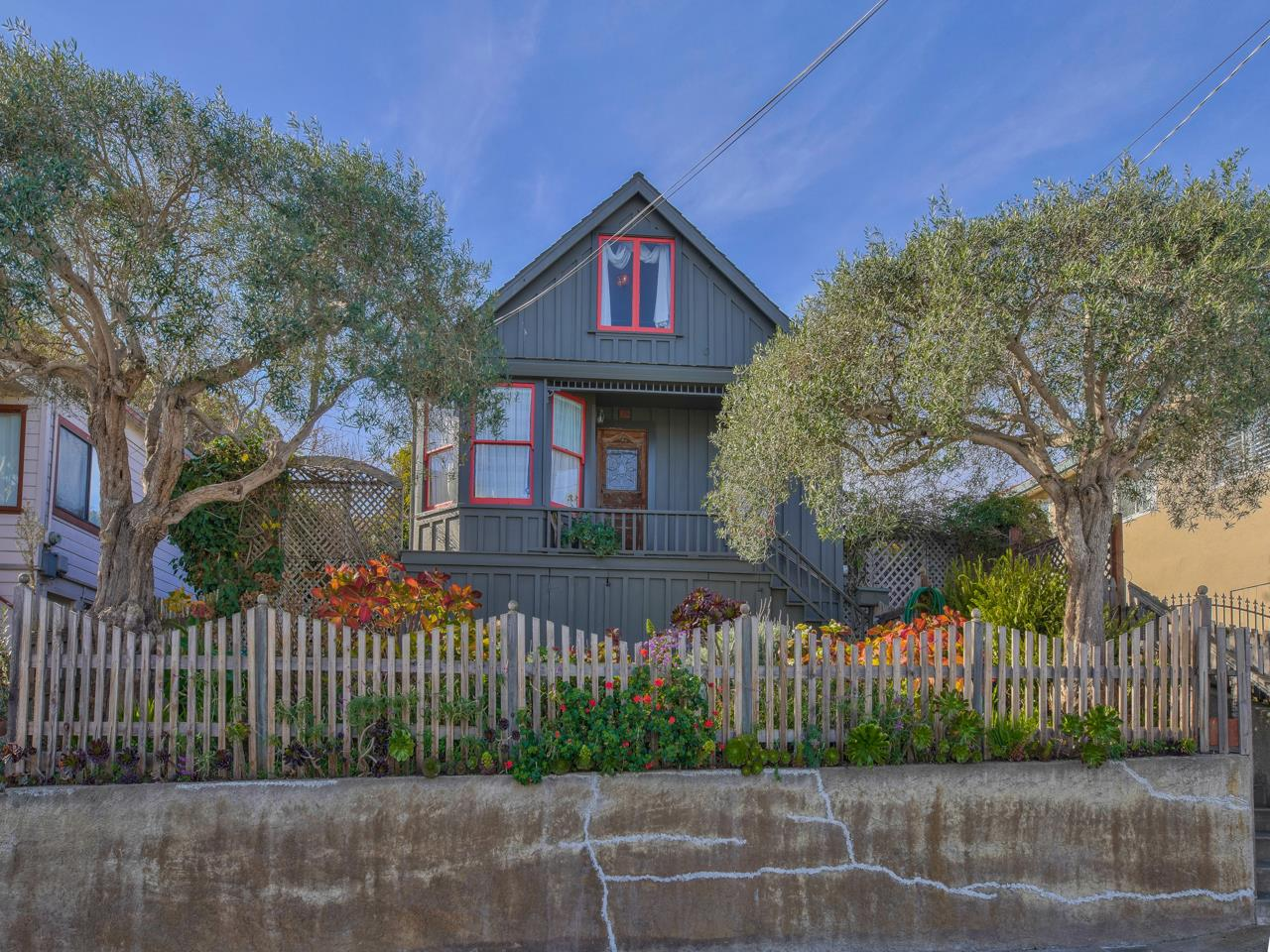 Detail Gallery Image 1 of 1 For 261 Hawthorne St, Monterey,  CA 93940 - 3 Beds | 1 Baths