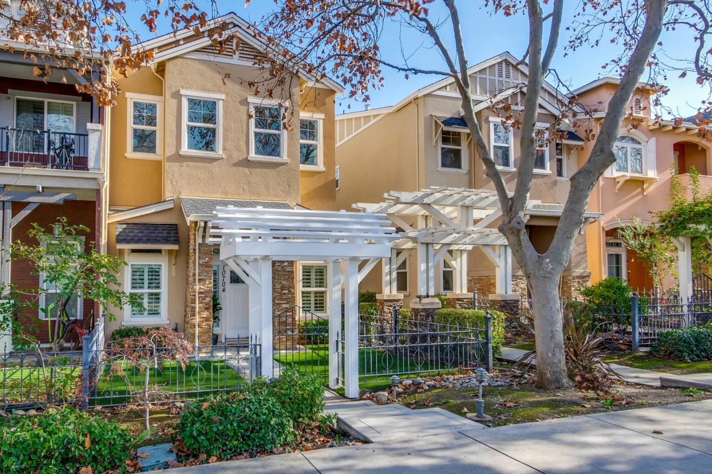 Detail Gallery Image 1 of 1 For 10704 Stevens Canyon Rd, Cupertino,  CA 95014 - 3 Beds   2/1 Baths
