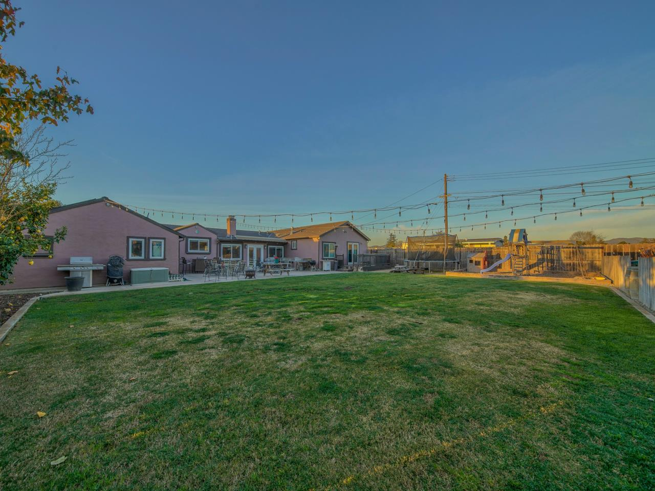 Detail Gallery Image 1 of 1 For 717 Middlefield Rd #A,  Salinas,  CA 93906 - 4 Beds | 2 Baths