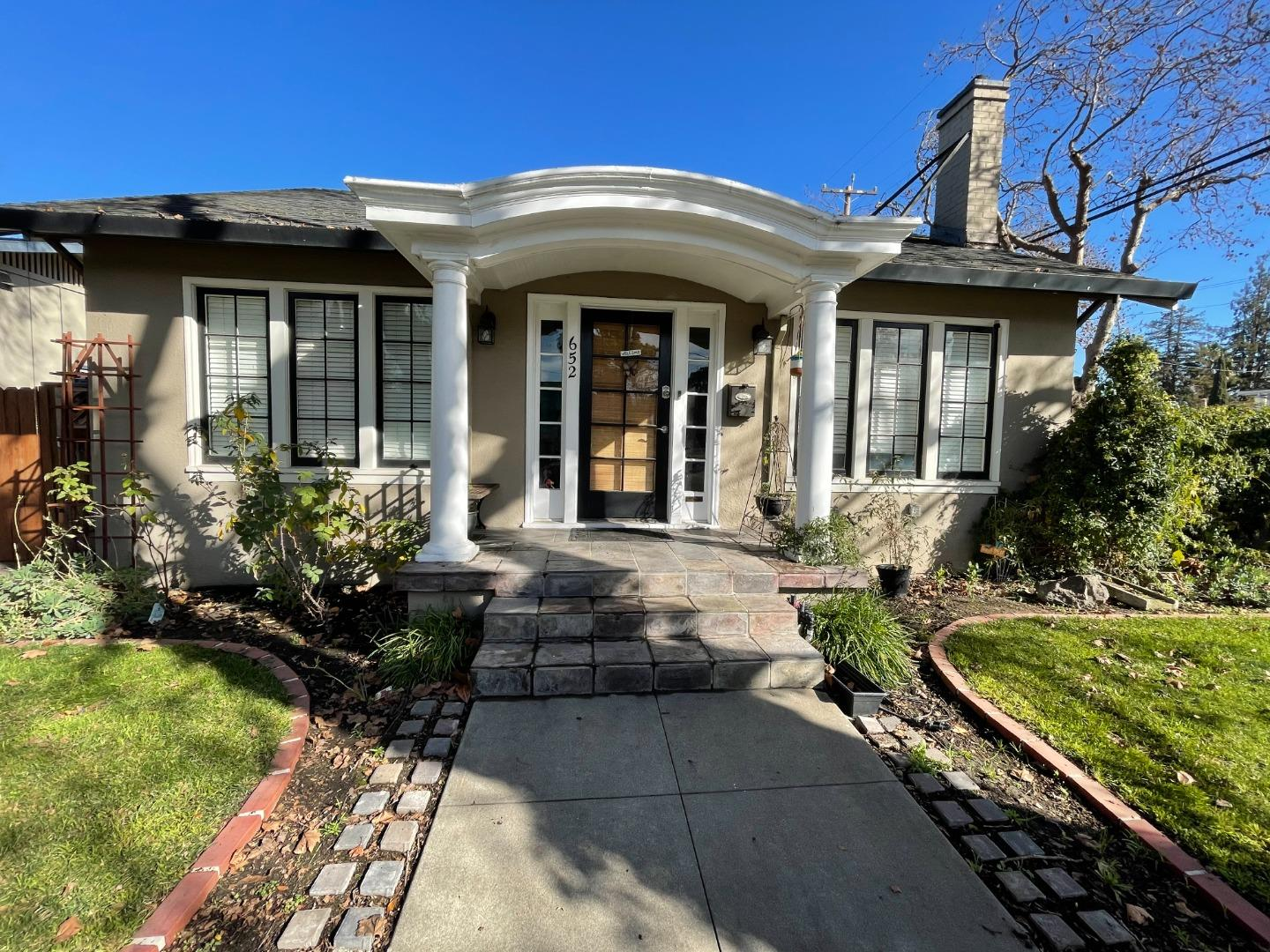 Detail Gallery Image 1 of 22 For 652 Elm St, San Jose,  CA 95126 - 2 Beds | 2 Baths