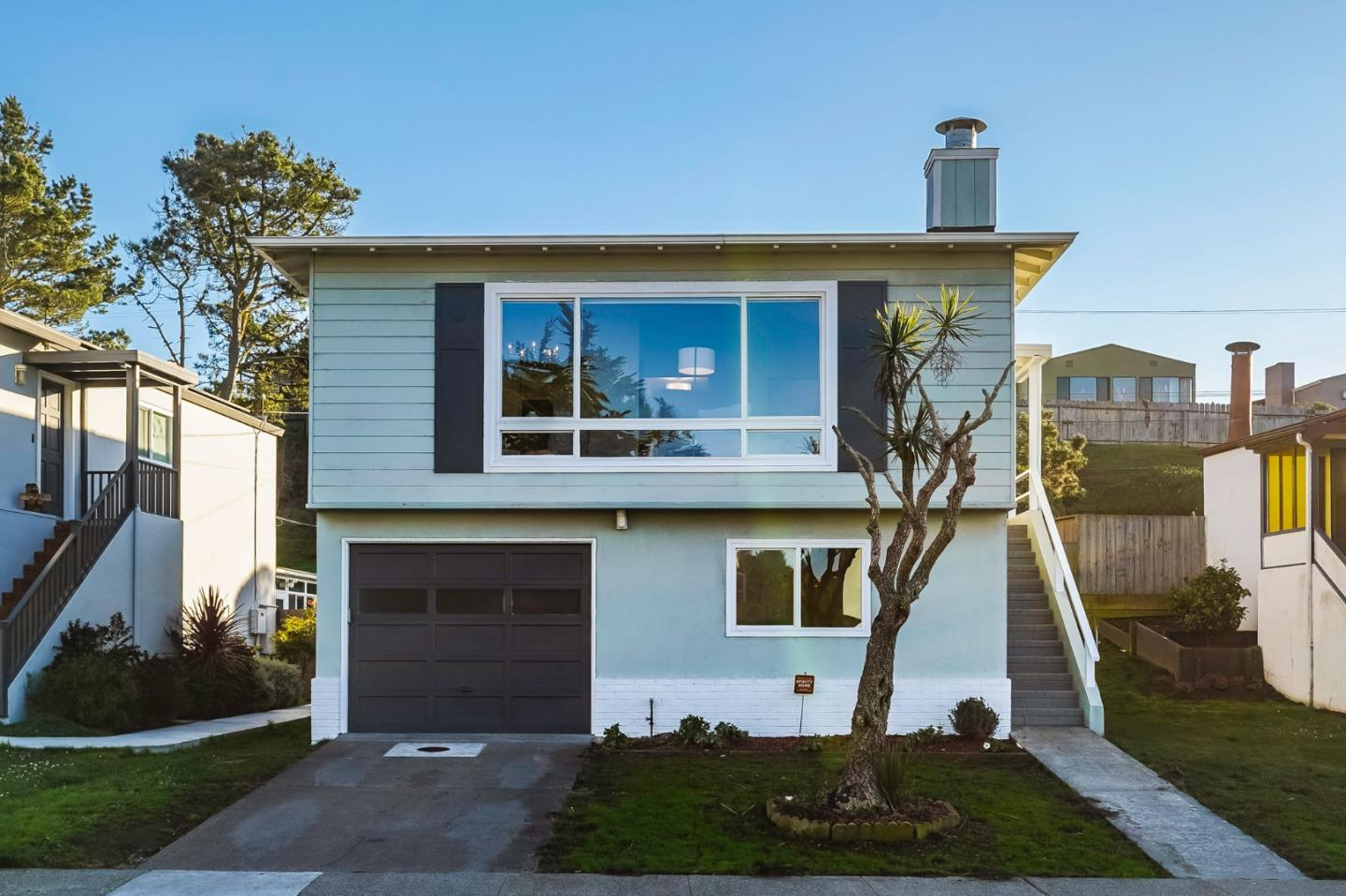 Detail Gallery Image 1 of 1 For 152 Catalina Ave, Pacifica,  CA 94044 - 5 Beds | 2 Baths