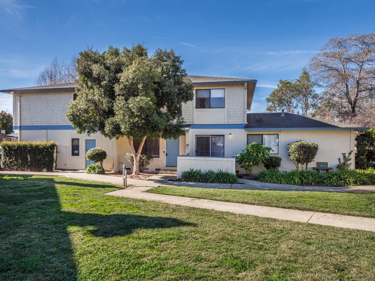 Detail Gallery Image 1 of 38 For 30 Bent Tree Ct #C,  Watsonville,  CA 95076 - 3 Beds | 1/1 Baths