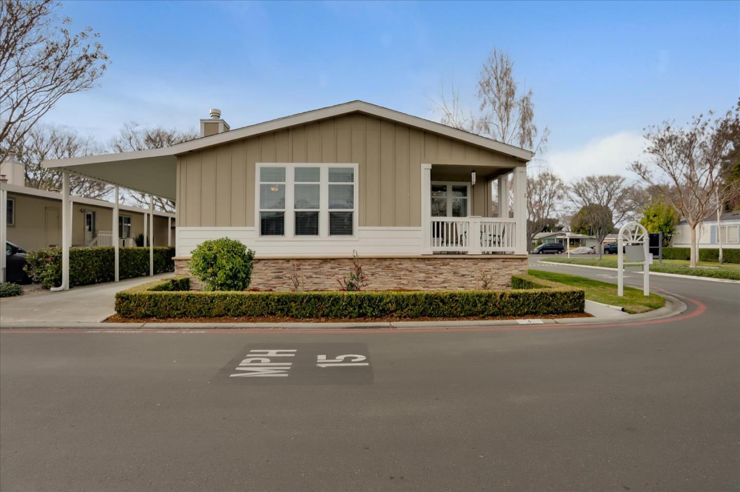 Detail Gallery Image 1 of 36 For 1050 Borregas Ave #1,  Sunnyvale,  CA 94089 - 3 Beds | 2/1 Baths