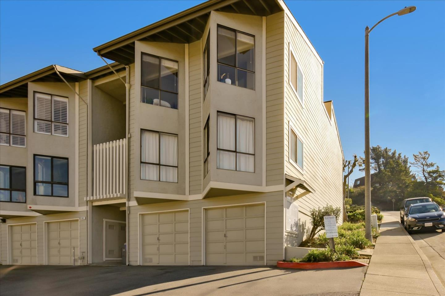 Detail Gallery Image 1 of 1 For 949 Ridgeview Ct #D,  South San Francisco,  CA 94080 - 2 Beds   2 Baths