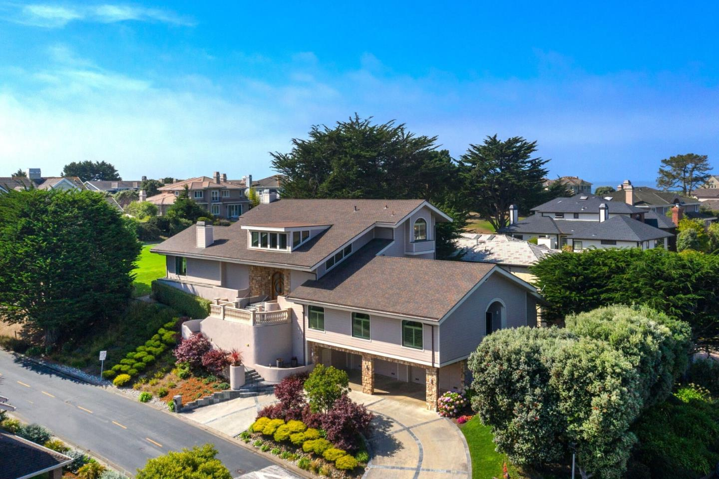 Detail Gallery Image 1 of 1 For 2 Ashdown Pl, Half Moon Bay,  CA 94019 - 4 Beds | 3/1 Baths