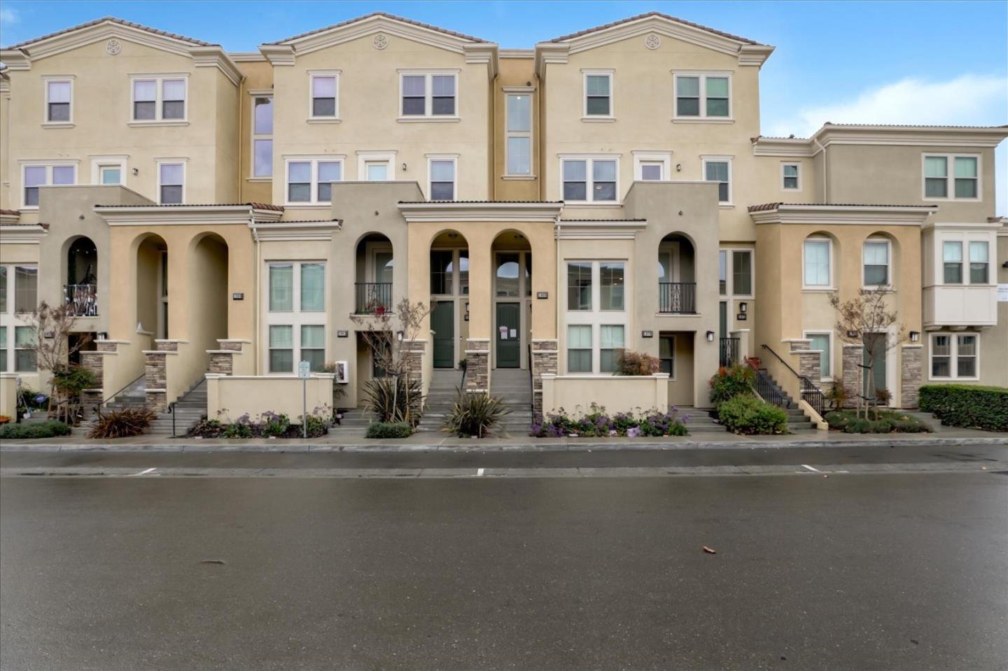 Detail Gallery Image 1 of 1 For 1968 Trento Loop, Milpitas,  CA 95035 - 3 Beds   3 Baths