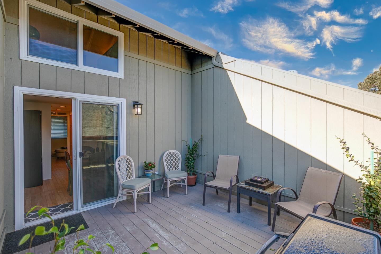 Detail Gallery Image 1 of 1 For 565 English Ave #11,  Monterey,  CA 93940 - 1 Beds | 1 Baths
