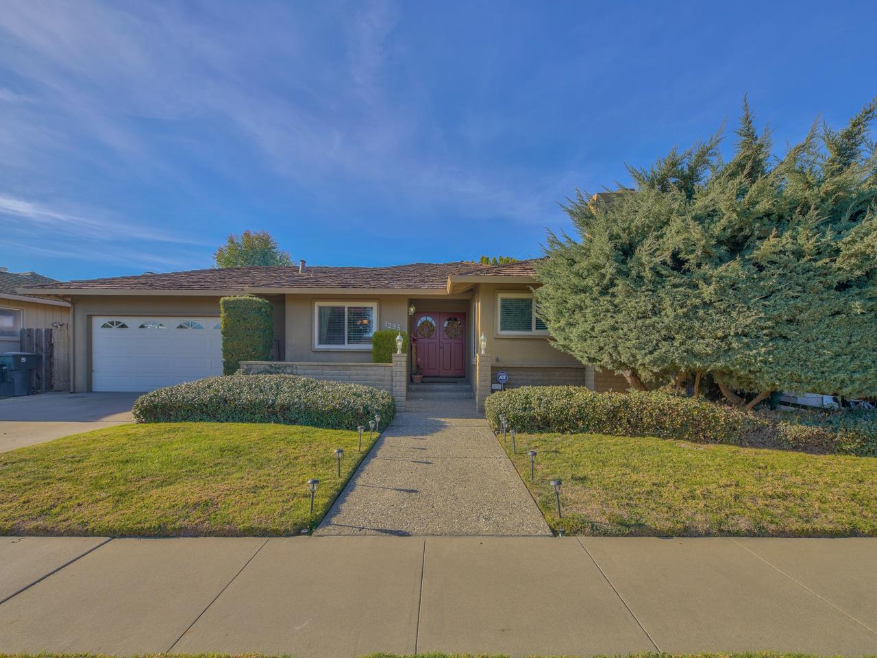 Detail Gallery Image 1 of 1 For 1235 Pasatiempo Way, Salinas,  CA 93901 - 3 Beds | 2 Baths