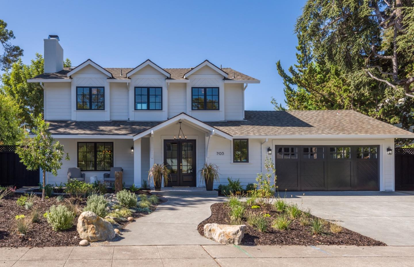Detail Gallery Image 1 of 37 For 705 Charleston Ct, Palo Alto,  CA 94303 - 4 Beds | 3/1 Baths