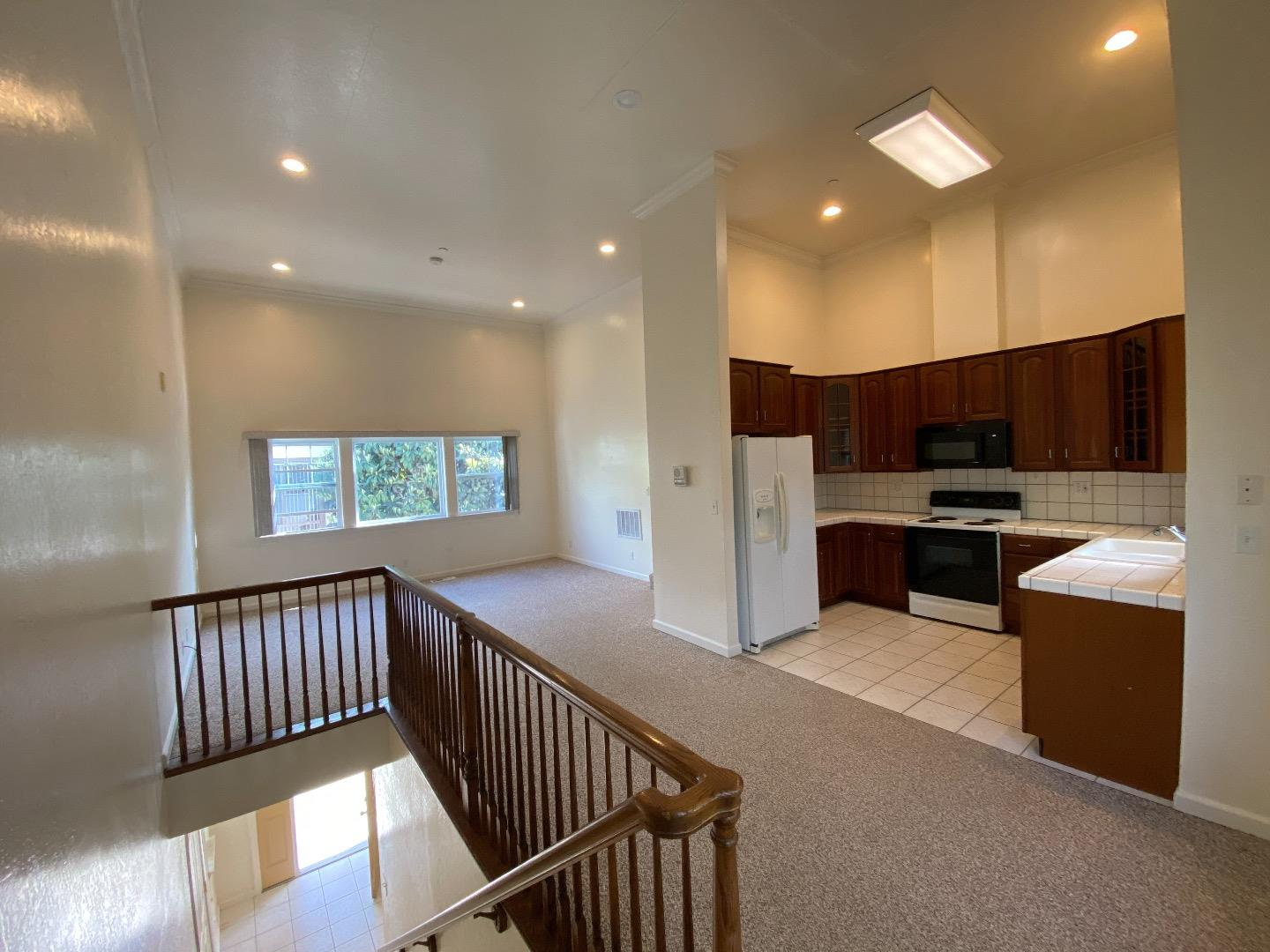 Detail Gallery Image 1 of 1 For 842 Highland Ave #2,  San Mateo,  CA 94401 - 2 Beds | 2 Baths