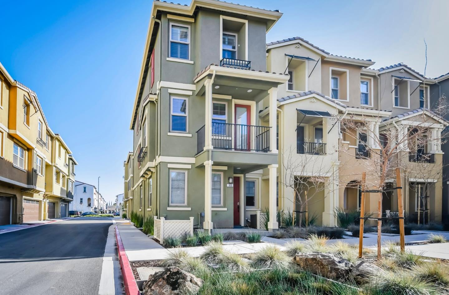 Detail Gallery Image 1 of 1 For 655 Cinnamon Cir, Mountain View,  CA 94043 - 2 Beds | 2/1 Baths