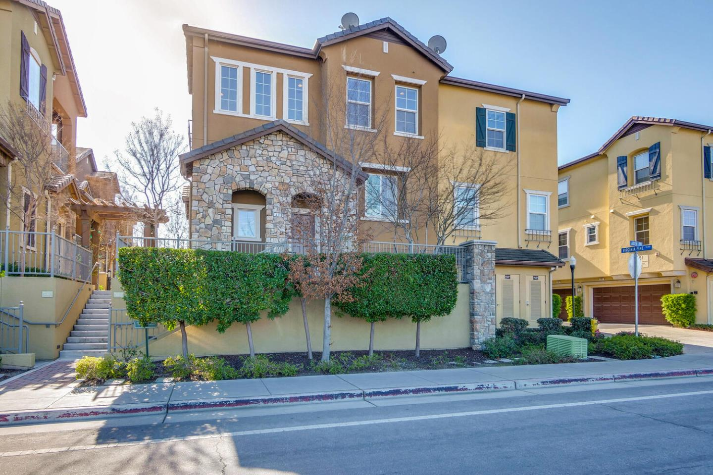 Detail Gallery Image 1 of 37 For 480 Virginia Pine Ter, Sunnyvale,  CA 94086 - 2 Beds | 2 Baths