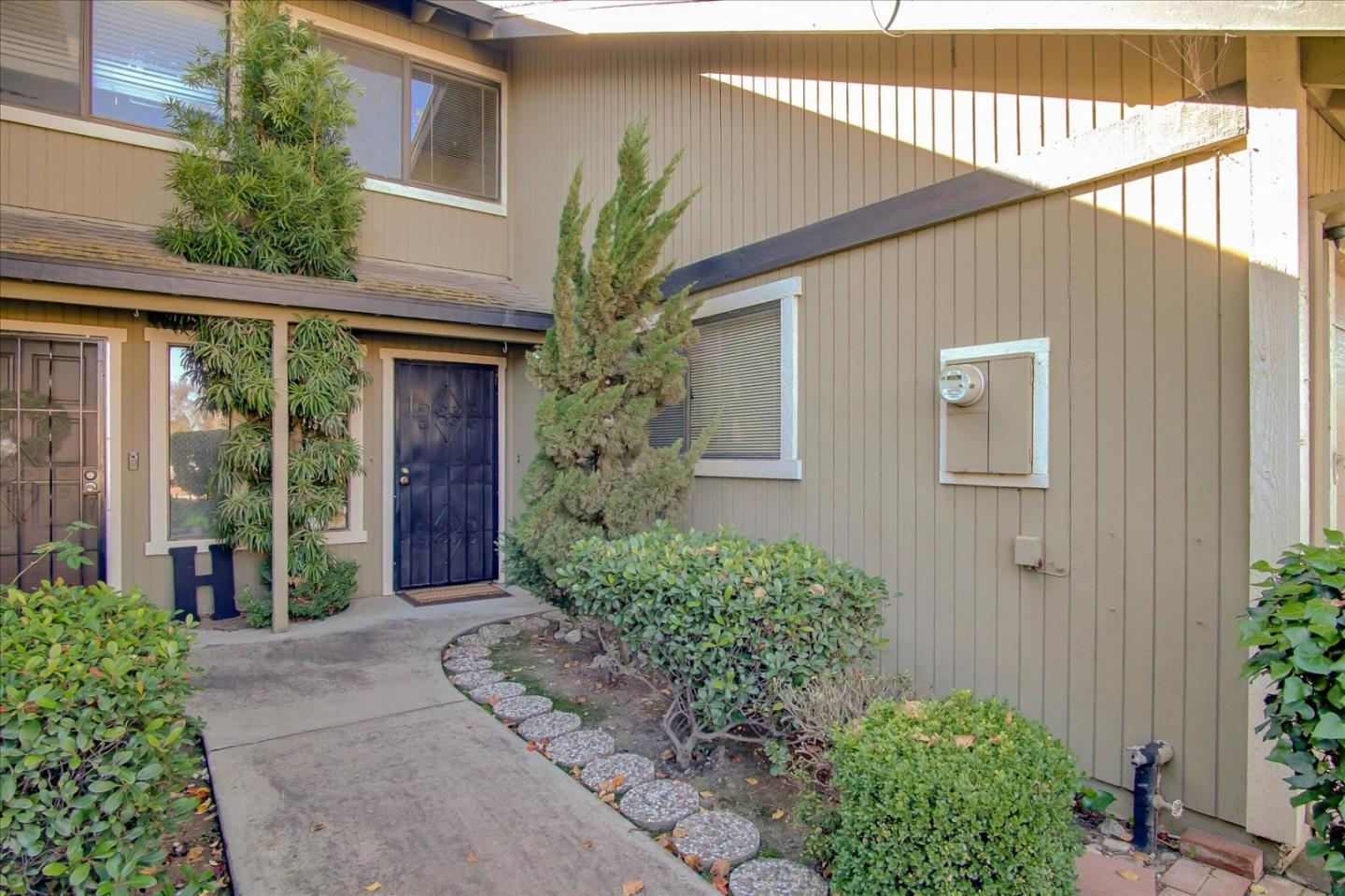 Detail Gallery Image 1 of 1 For 831 Nash Rd, Hollister,  CA 95023 - 2 Beds | 1/1 Baths