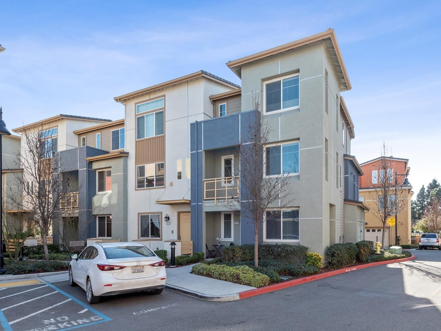 Detail Gallery Image 1 of 1 For 1079 Santa Tuscana Ter, Sunnyvale,  CA 94085 - 3 Beds   3 Baths