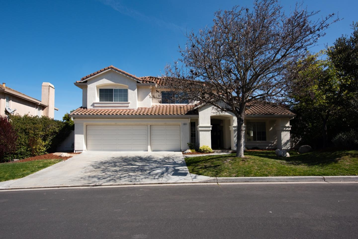 Detail Gallery Image 1 of 14 For 19147 Garden Valley Way, Salinas,  CA 93908 - 5 Beds | 3/1 Baths