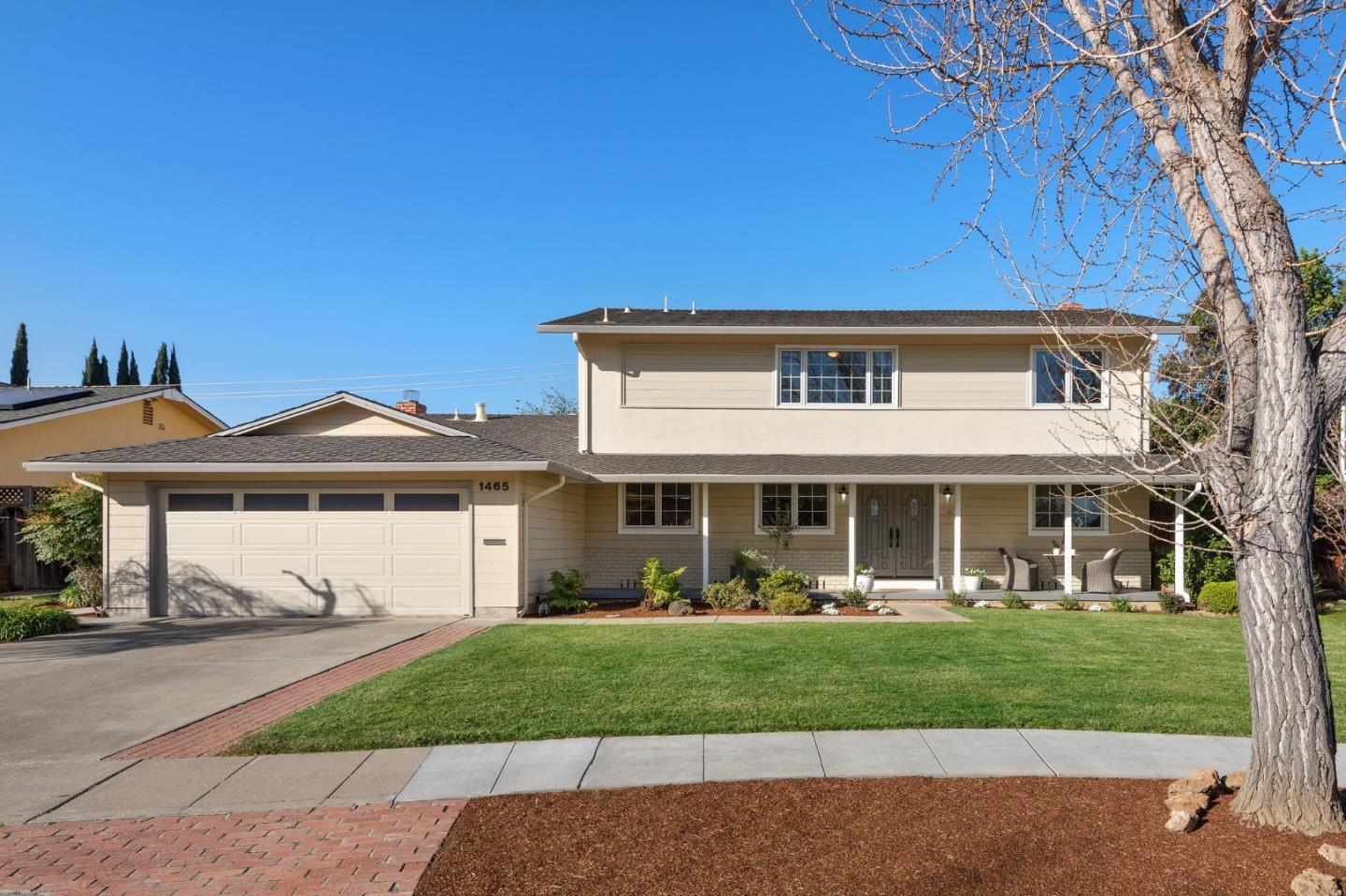 Detail Gallery Image 1 of 27 For 1465 Newfoundland Dr, Sunnyvale,  CA 94087 - 6 Beds | 2/1 Baths