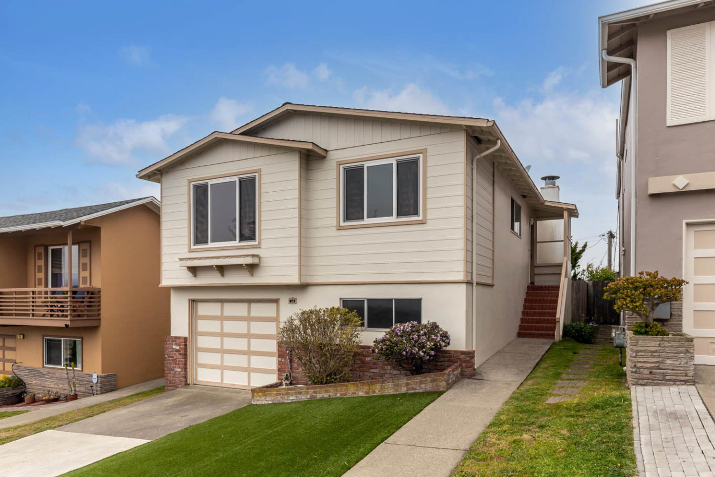 Detail Gallery Image 1 of 31 For 10 Clearview Dr, Daly City,  CA 94015 - 3 Beds | 2 Baths