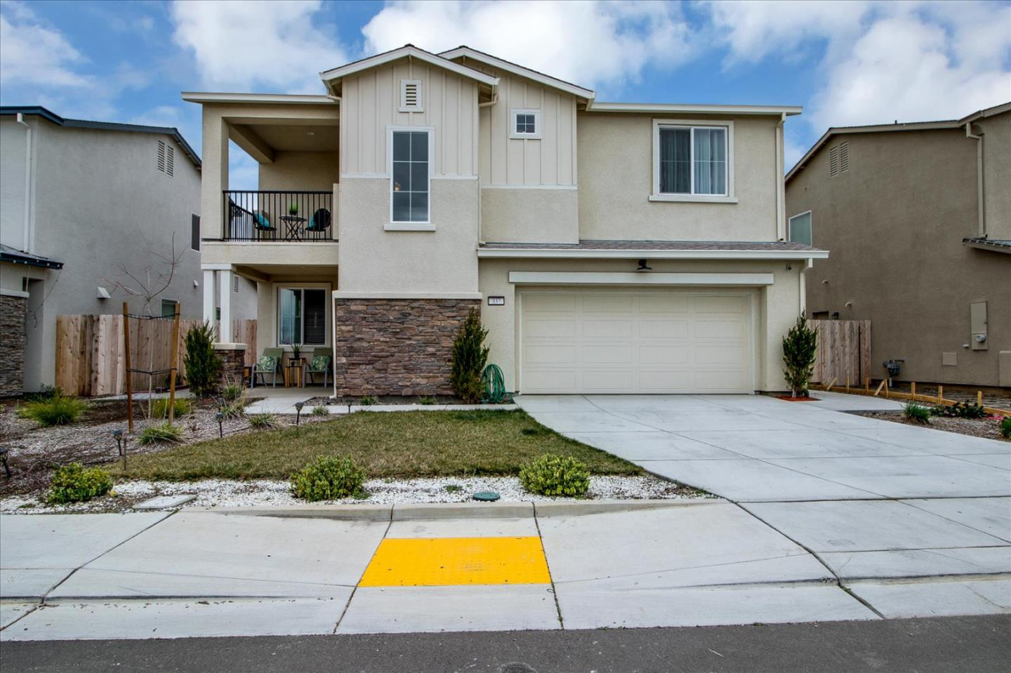 Detail Gallery Image 1 of 1 For 337 Dolcinea Ln, Manteca,  CA 95336 - 3 Beds | 2/1 Baths