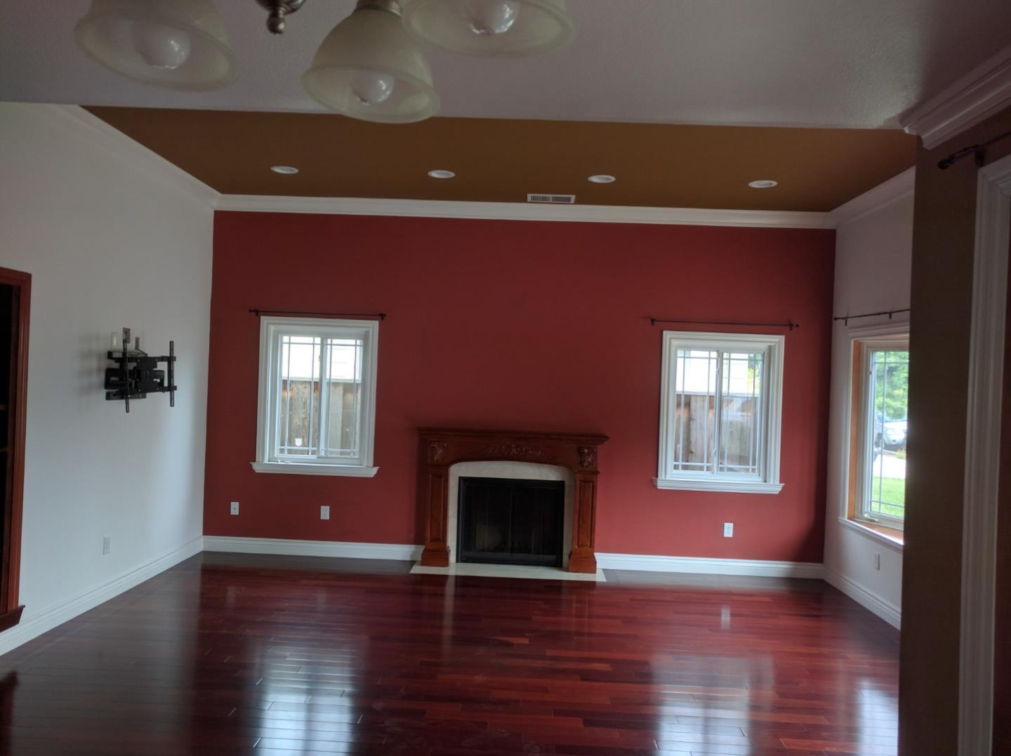 Detail Gallery Image 1 of 16 For 374 E Duane Ave, Sunnyvale,  CA 94085 - 3 Beds | 2 Baths