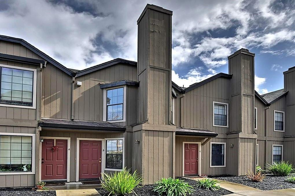 Detail Gallery Image 1 of 18 For 271 Gibson Dr #B-60,  Hollister,  CA 95023 - 2 Beds | 1/1 Baths