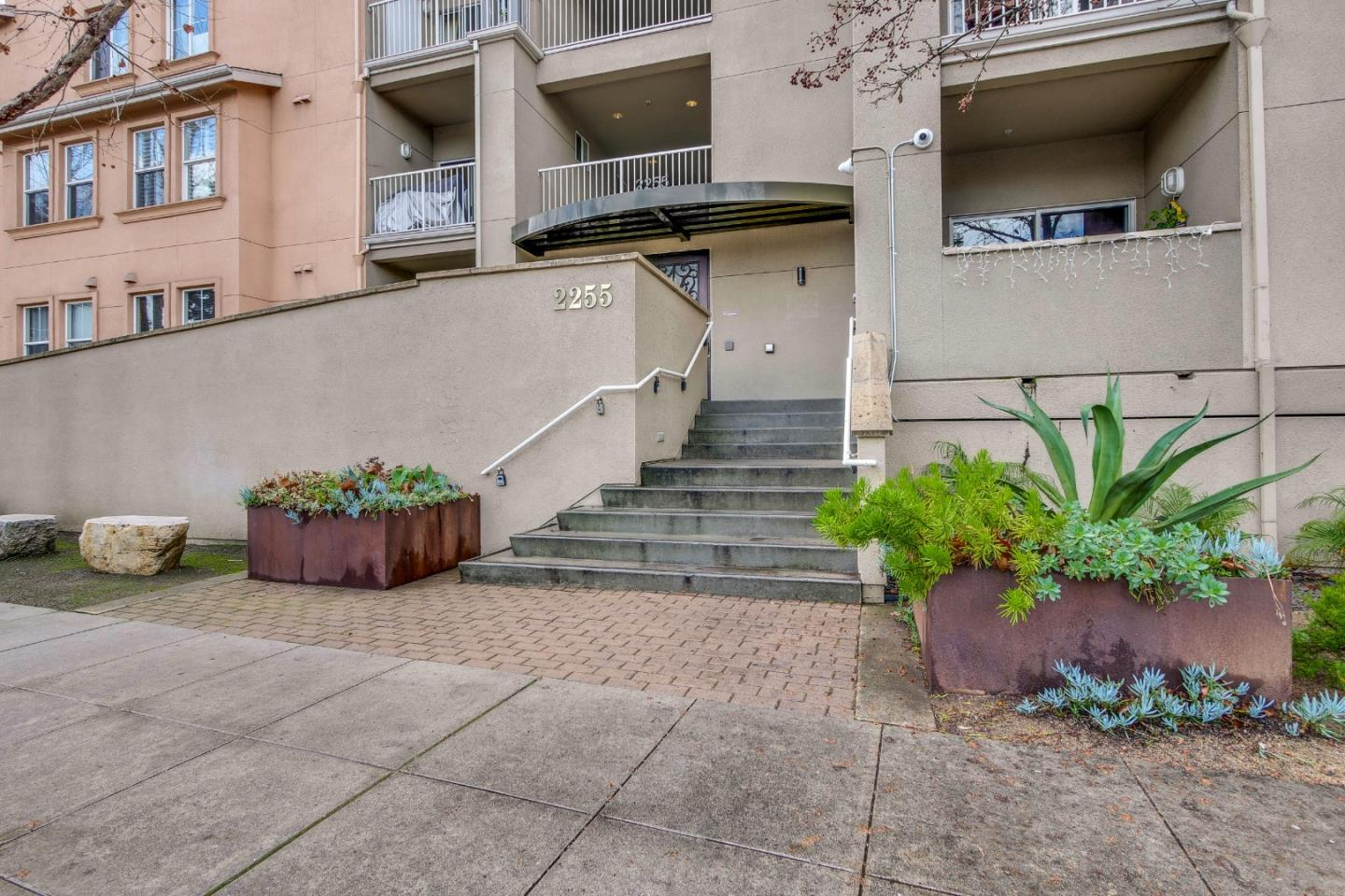 Detail Gallery Image 1 of 1 For 2255 Showers Dr #362,  Mountain View,  CA 94040 - 3 Beds   3 Baths