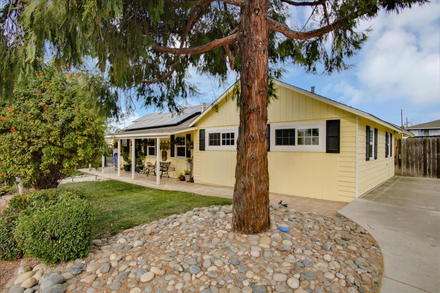 Detail Gallery Image 1 of 1 For 1220 Hilltop Rd, Hollister,  CA 95023 - 3 Beds | 2 Baths