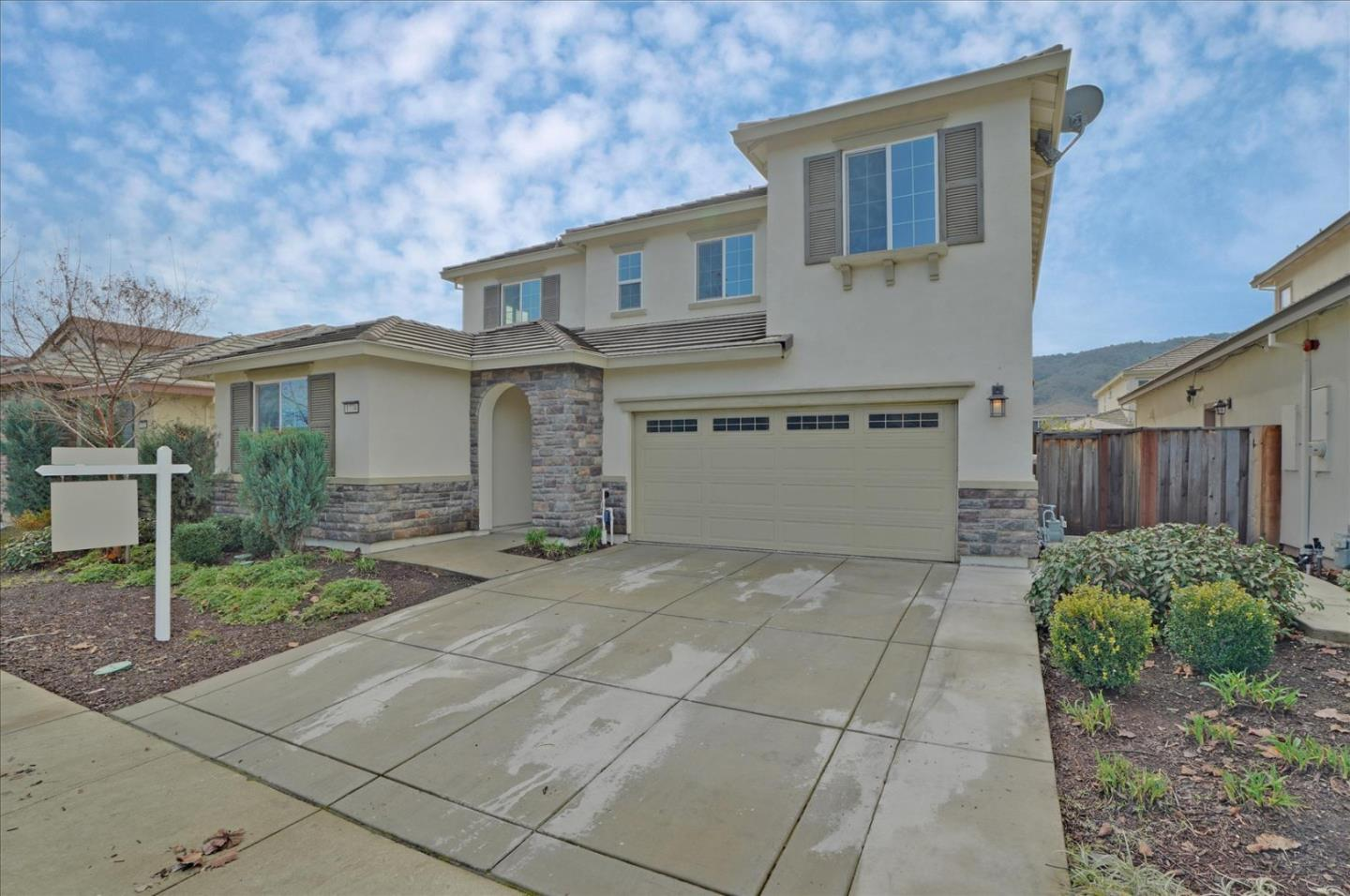 Detail Gallery Image 1 of 1 For 1774 Tarragon Dr, Gilroy,  CA 95020 - 5 Beds | 4/1 Baths