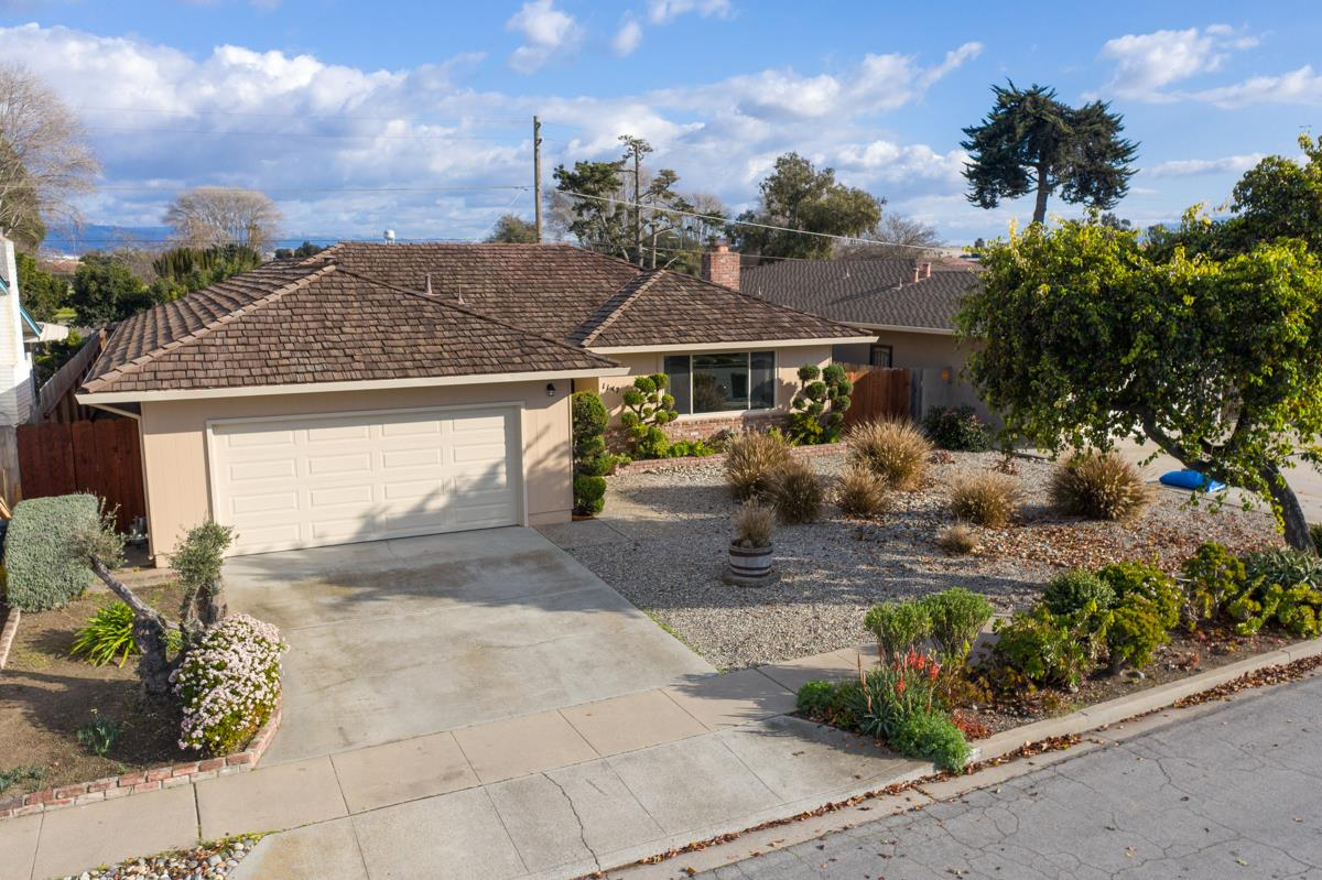 Detail Gallery Image 1 of 1 For 1147 San Angelo Dr, Salinas,  CA 93901 - 4 Beds   2 Baths