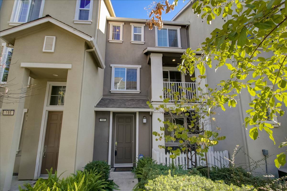 Detail Gallery Image 1 of 1 For 193 Fable Ct, Mountain View,  CA 94043 - 2 Beds | 2/1 Baths