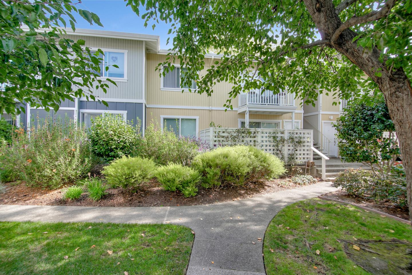 Detail Gallery Image 1 of 1 For 755 14th Ave #705,  Santa Cruz,  CA 95062 - 1 Beds   1 Baths