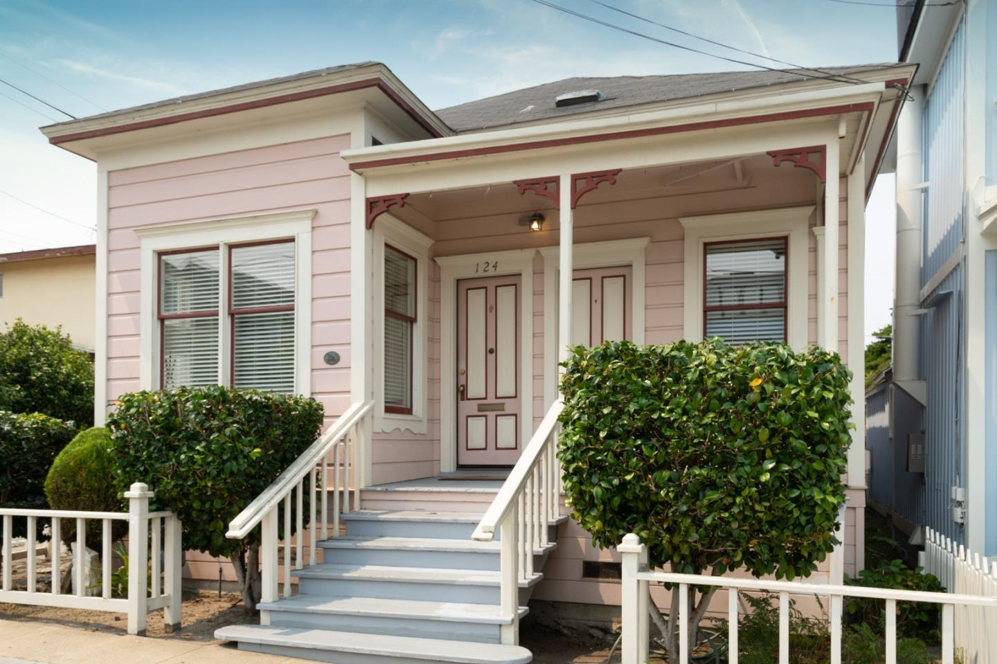 Detail Gallery Image 1 of 1 For 124 18th St, Pacific Grove,  CA 93950 - 2 Beds   1 Baths