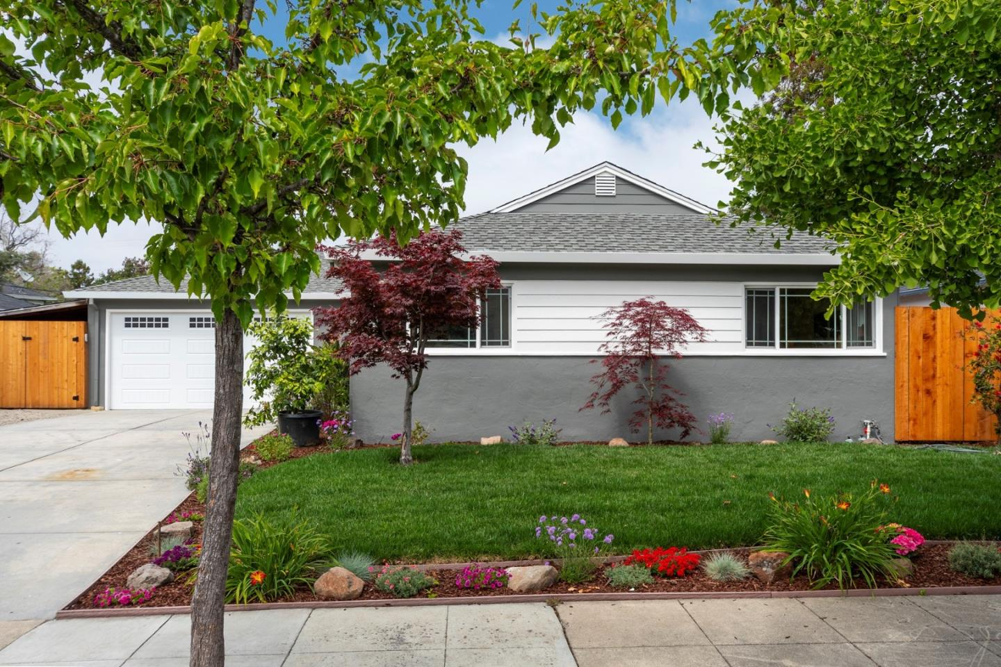 Detail Gallery Image 1 of 1 For 1743 Hempstead Pl, Redwood City,  CA 94061 - 4 Beds   2/1 Baths