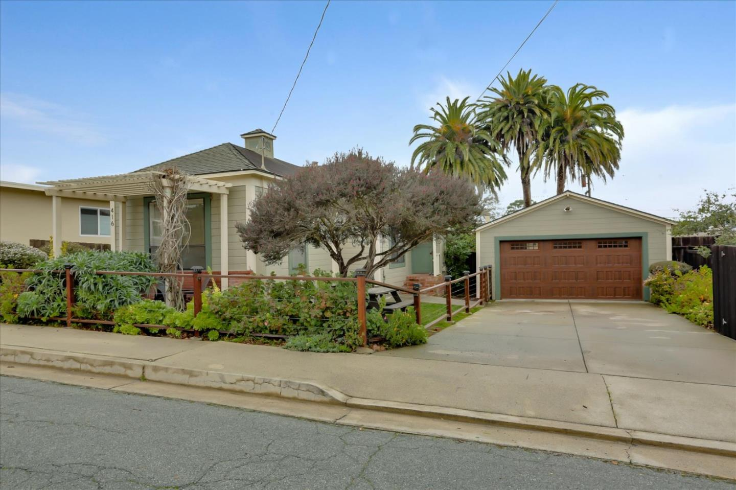 Detail Gallery Image 1 of 1 For 416 6th St, Pacific Grove,  CA 93950 - 3 Beds   2 Baths