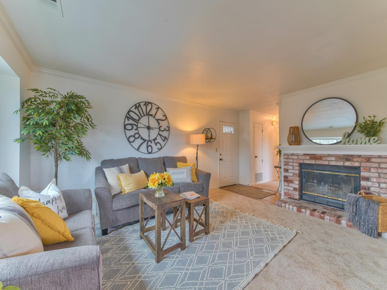 Detail Gallery Image 1 of 1 For 1062 Padre Dr #4,  Salinas,  CA 93901 - 2 Beds   1 Baths