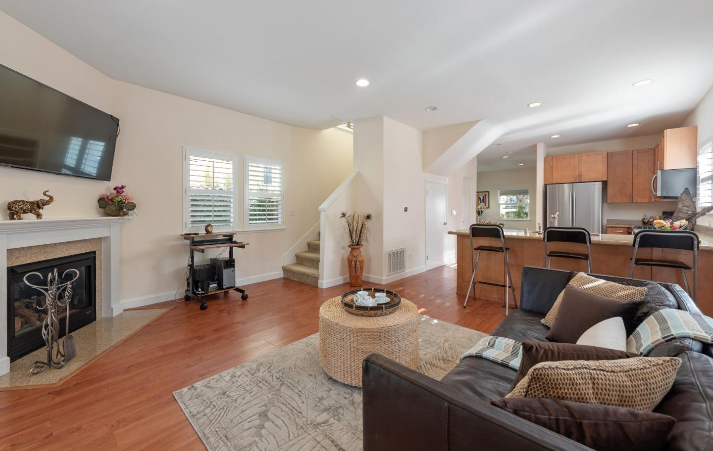 Detail Gallery Image 1 of 1 For 620 Tyrella Ave, Mountain View,  CA 94043 - 3 Beds | 2/1 Baths