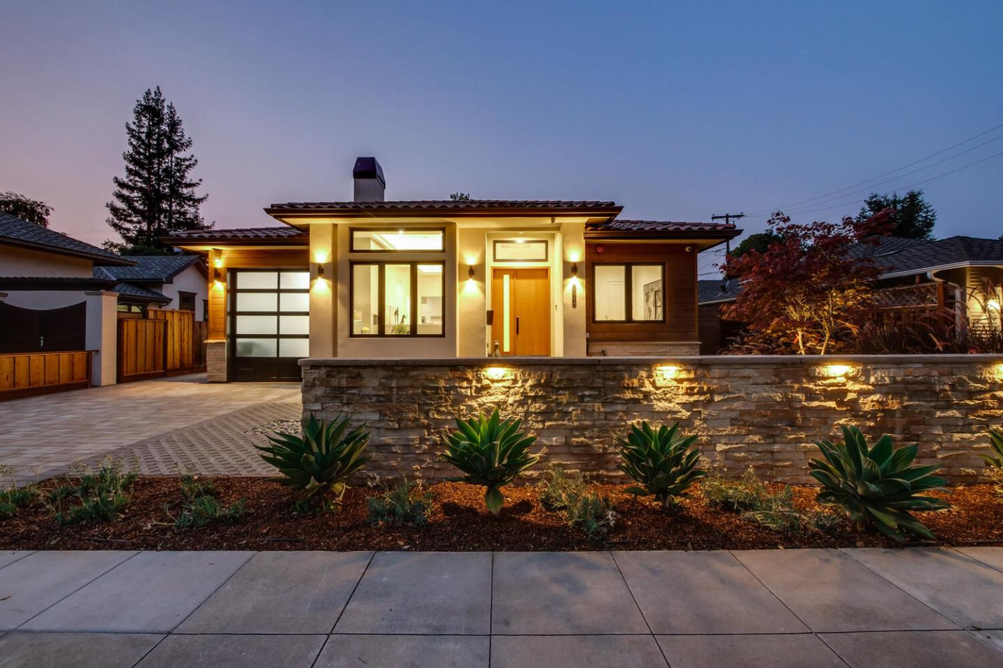 Detail Gallery Image 1 of 52 For 1071 E Embarcadero Rd, Palo Alto,  CA 94303 - 4 Beds | 3/1 Baths