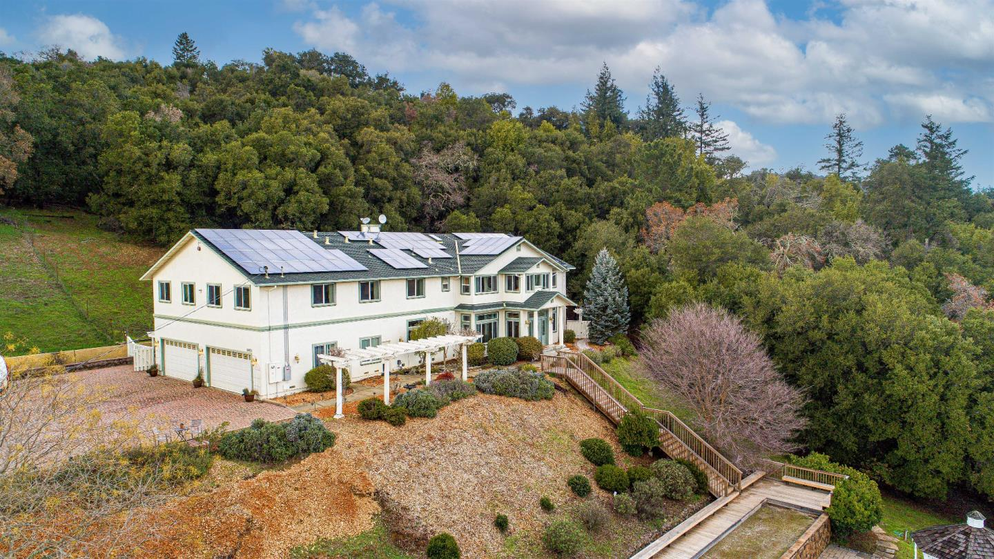Detail Gallery Image 1 of 1 For 18400 Lakeview Ct, Los Gatos,  CA 95033 - 6 Beds | 4/2 Baths