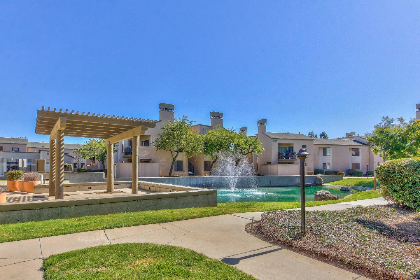 Detail Gallery Image 1 of 1 For 2420 N Main St #F,  Salinas,  CA 93906 - 2 Beds | 2 Baths