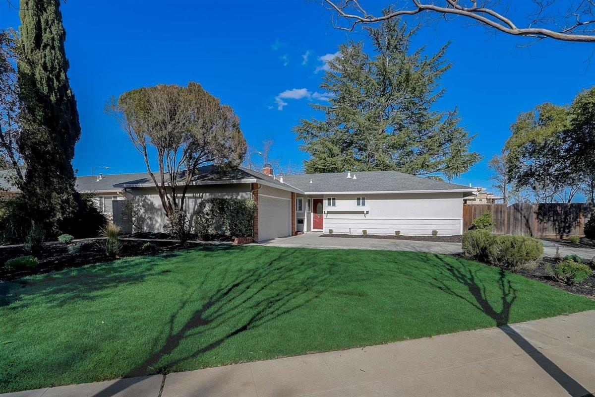 Detail Gallery Image 1 of 1 For 100 Highland Oaks Dr, Los Gatos,  CA 95032 - 4 Beds   2 Baths