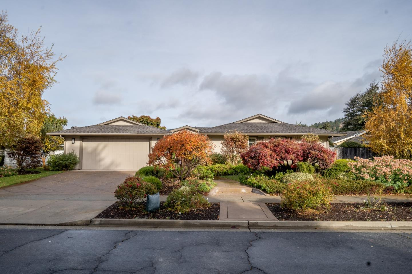 Detail Gallery Image 1 of 1 For 7041 Valley Greens Cir, Carmel,  CA 93923 - 3 Beds | 2 Baths