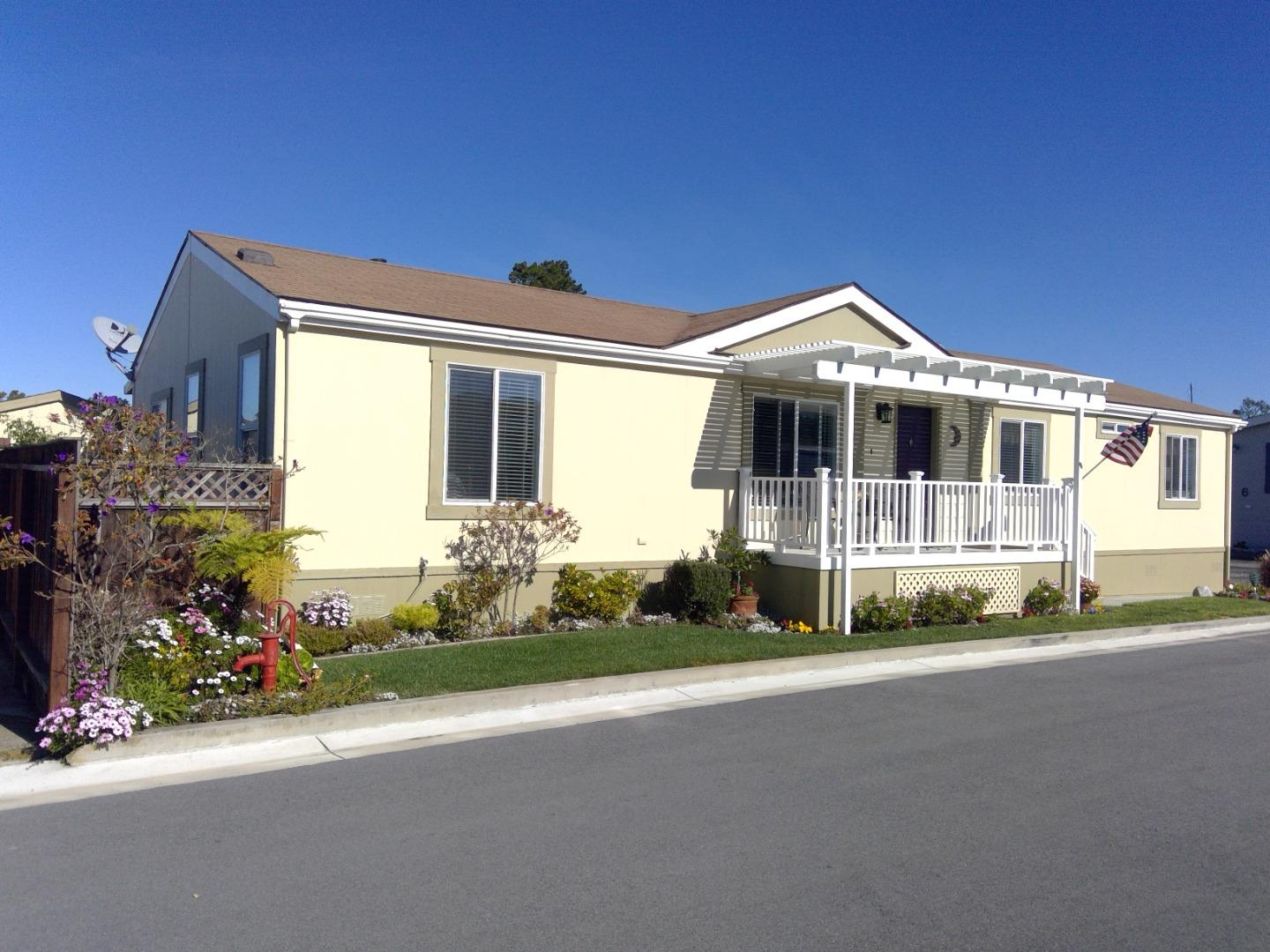 Detail Gallery Image 1 of 29 For 7 Driftwood Trl #7,  Half Moon Bay,  CA 94019 - 3 Beds | 2 Baths