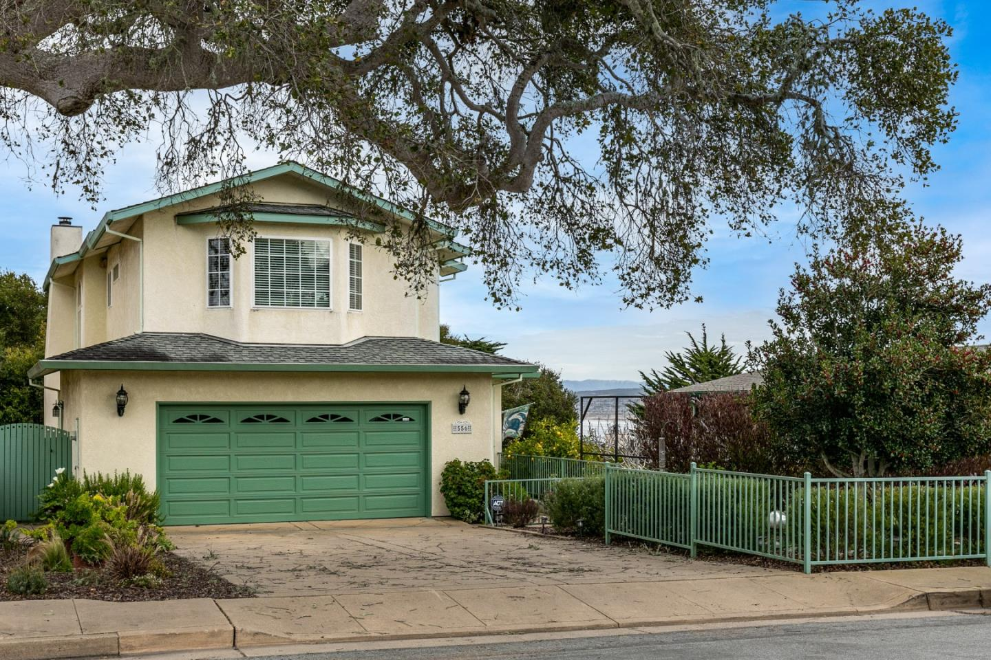 Detail Gallery Image 1 of 1 For 556 Pine Street, Monterey,  CA 93940 - 3 Beds | 2/1 Baths