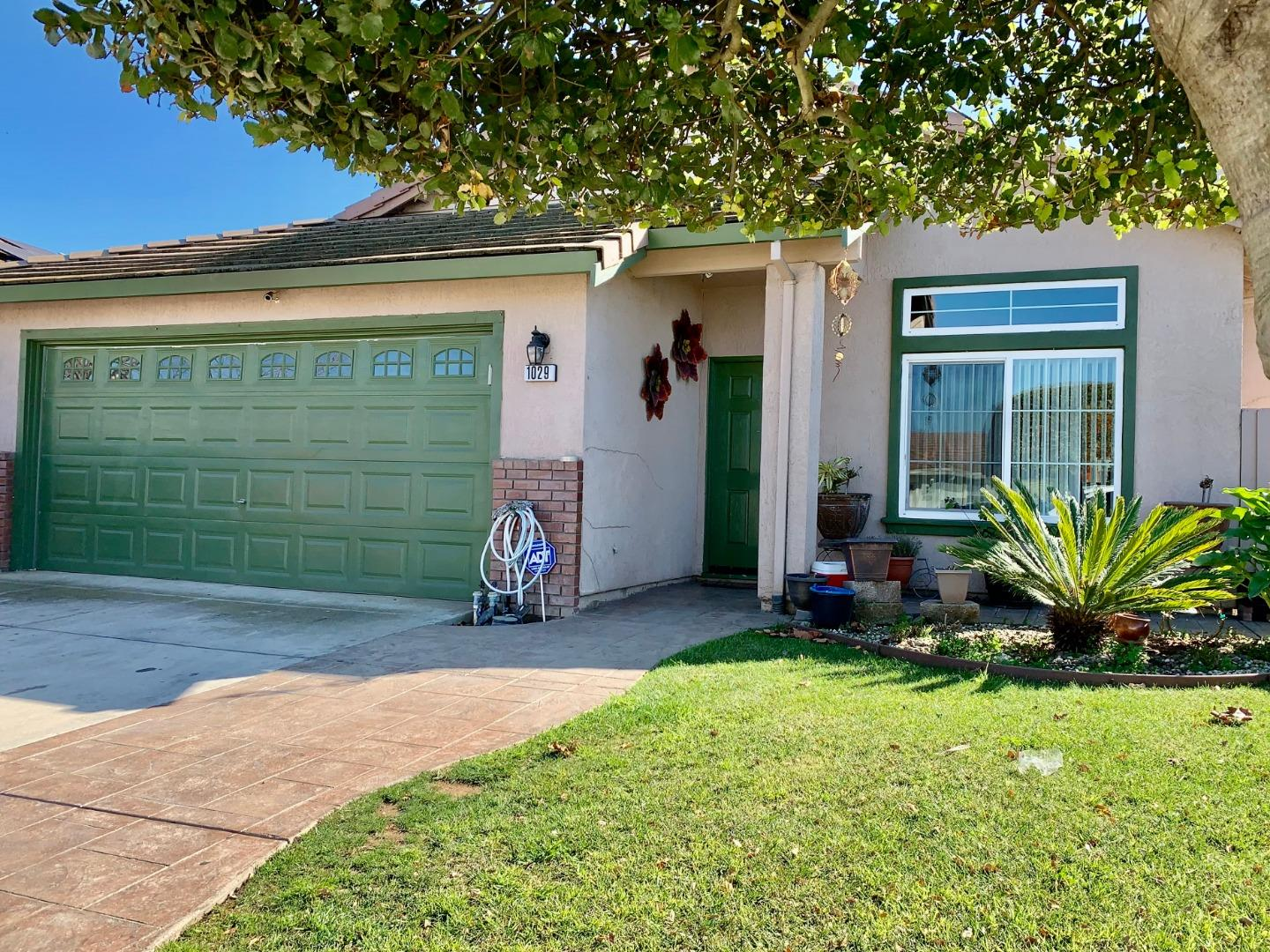 Detail Gallery Image 1 of 12 For 1029 Eagle Dr, Salinas,  CA 93905 - 4 Beds | 2 Baths