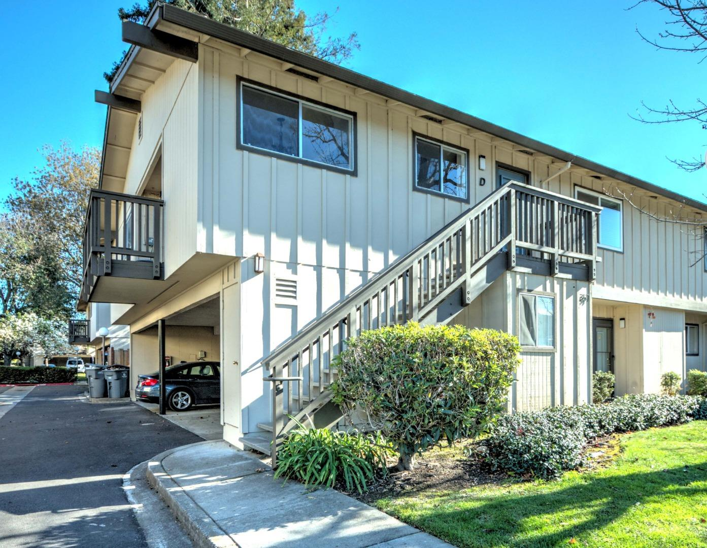 Detail Gallery Image 1 of 9 For 357 Tyrella Ave #D,  Mountain View,  CA 94043 - 2 Beds | 1 Baths